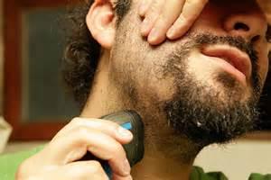 come radersi e usare il rasoio elettrico